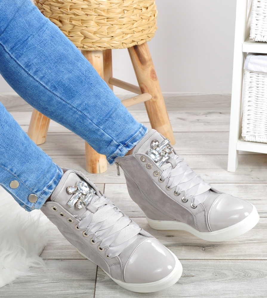 Czym są sneakersy damskie i na czym polega ich fenomen?