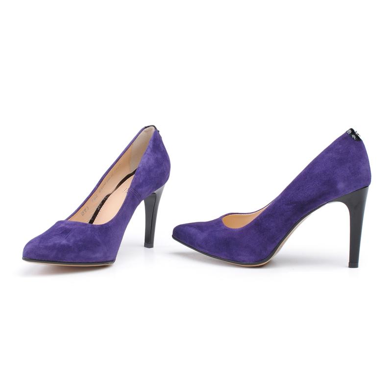 Buty w odważnych kolorach, które warto mieć w swojej garderobie